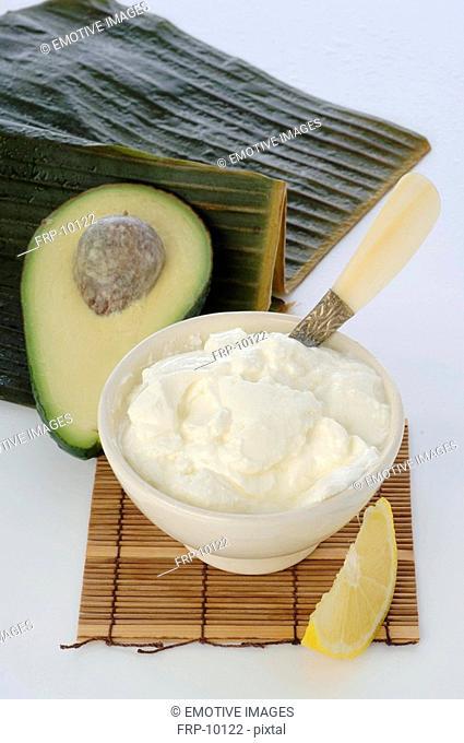 Avocado-Yoghurt mask