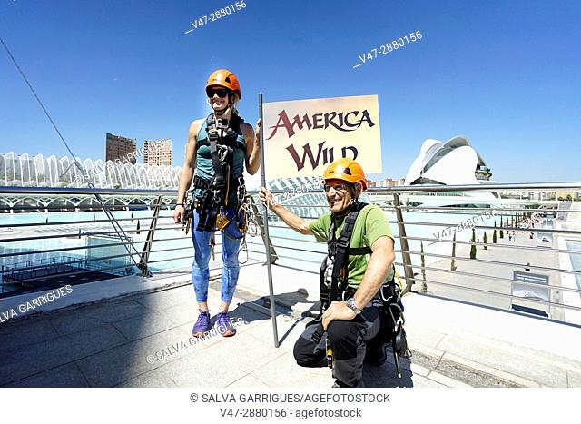 """The protagonist of the movie """"""""America Wild"""""""" Rachel Pohl and the Spanish climber Rafael Vidaurre have prepared today the rise to the Emisferic of the City of..."""