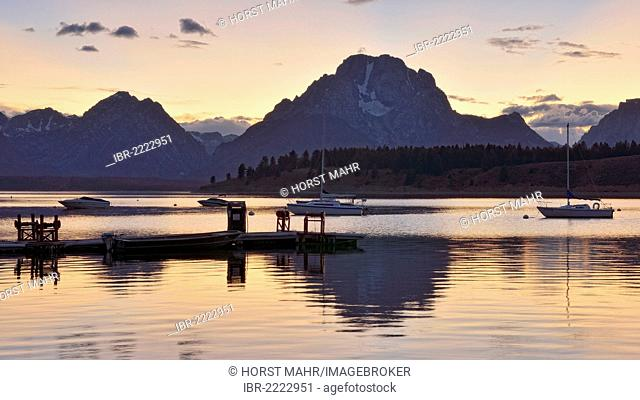 Jackson Lake, landing stage and boats, Grand Teton National Park, Wyoming, USA
