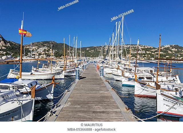 Landing stage, fishing harbour of port d'Andratx, island Majorca