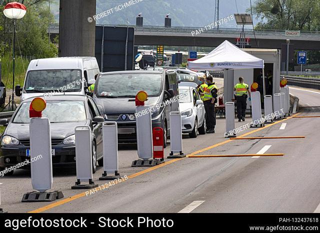 Checks at border traffic after loosening the border Austria - Germany. Lindau, May 16, 2020   usage worldwide. - Lindau/Bayern/Deutschland