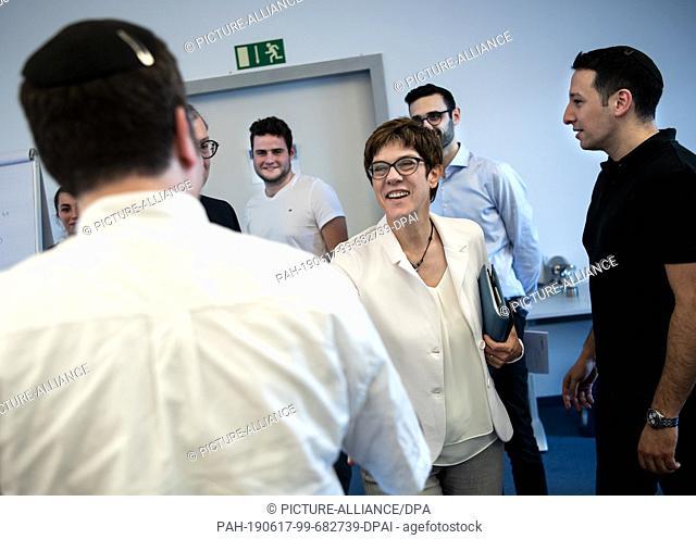 "17 June 2019, Berlin: Annegret Kramp-Karrenbauer (M), Chairwoman of the CDU, welcomes participants in the """"Next Step"""" programme"