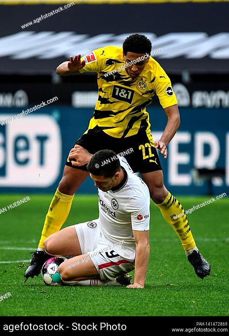 Jude Bellingham (Borussia Dortmund) Luka Jovic (Eintracht Frankfurt) duels, action, action, battle for the ball. Soccer 1st Bundesliga season 2020/2021