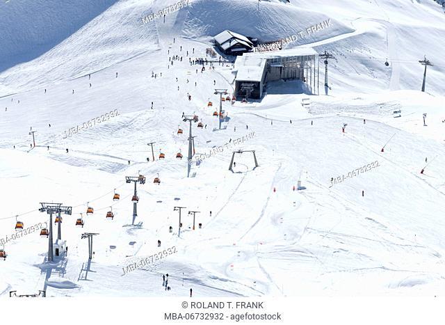 Austria, Montafon, skiing area Silvretta Montafon, the Hochalpila cableway, 1338 m long, brings the skiers from the Grasjoch to the Hochjoch