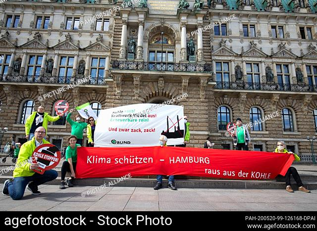 20 May 2020, Hamburg: Manfred Braasch (l), managing director of the BUND regional association in Hamburg, and other activists from the German branch of Friends...