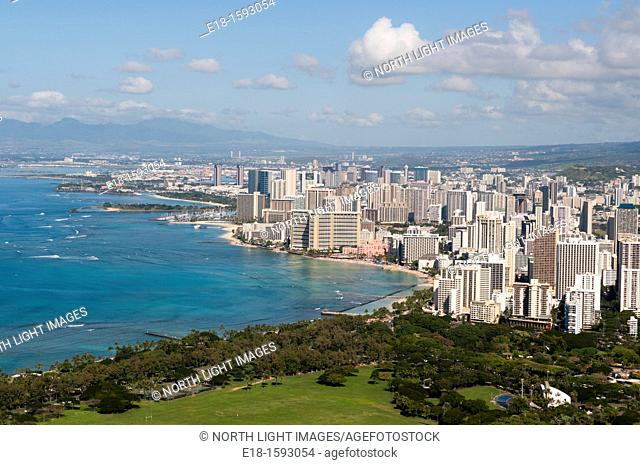 USA, Hawaii, Oahu. View of Waikiki and Honolulu from Diamond Head