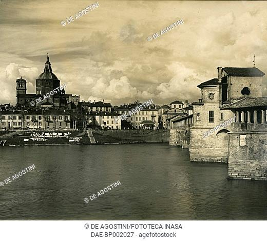 View of Pavia with the dome of the Cathedral and the covered bridge over the Ticino river, Lombardy, Italy, photograph by Guglielmo Chiolini, Pavia, before 1930