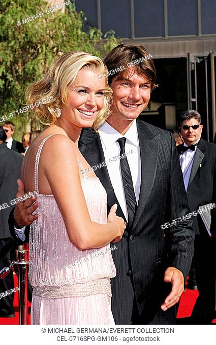 Rebecca Romijn, Jerry O'Connell at arrivals for ARRIVALS - The 59th Annual Primetime Emmy Awards, The Shrine Auditorium, Los Angeles, CA, September 16, 2007