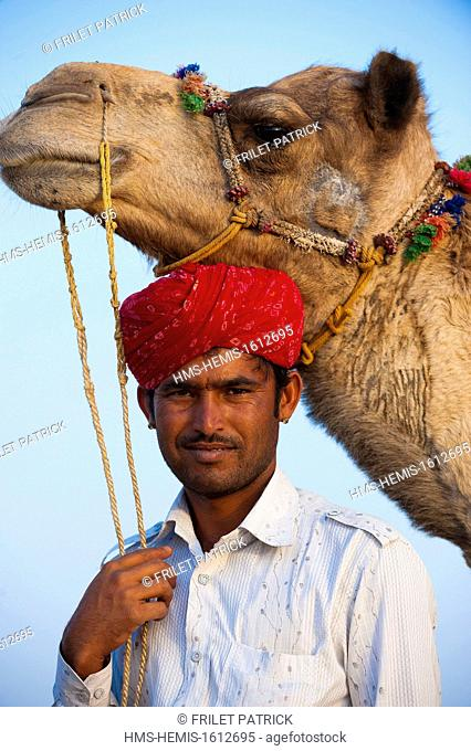 India, Rajasthan state, Jaisalmer, Rajput nomads with their camel caravan in the Thar desert