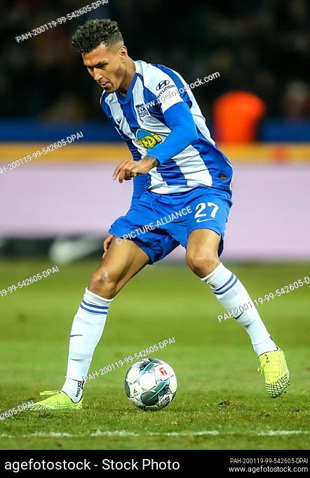 19 January 2020, Berlin: Football: Bundesliga, Hertha BSC - Bayern Munich, 18th matchday, Olympic Stadium. Davie Selke from Hertha BSC plays the ball