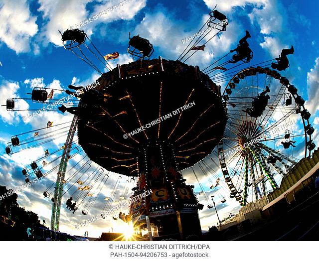A chairoplane on the funfair Cranger Kirmes in Herne (Germany), 03 August 2017. | usage worldwide. - Herne/Nordrhein-Westfalen/Germany