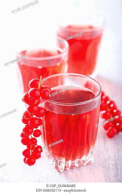 redrurrant juice and berry