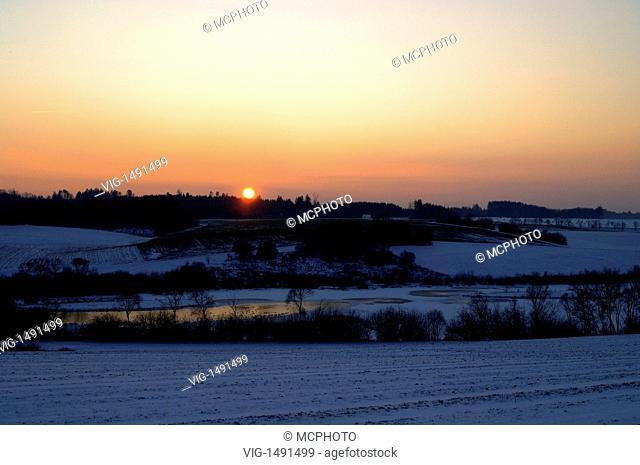 Germany / GERMANY, WESTHAUSEN-JAGSTHAUSEN, 07.01.2009, Sonnenuntergang am Bucher Stausee, Sunset over the Bucher Stausee, Ostalbkreis, Baden-Württemberg