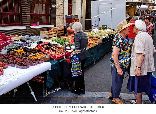 France, Indre-et-Loire (37), Loches, medieval city, old town, market