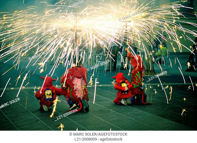 Correfoc, diables. Fire and sparks of demons. Catalan folklore. Vilanova i la Geltrú, Catalonia, Spain