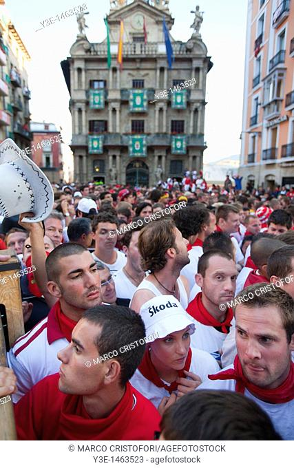 Spain, Navarre, Pamplona, Festival of San Fermin, Town HAll, waiting for the Encierro