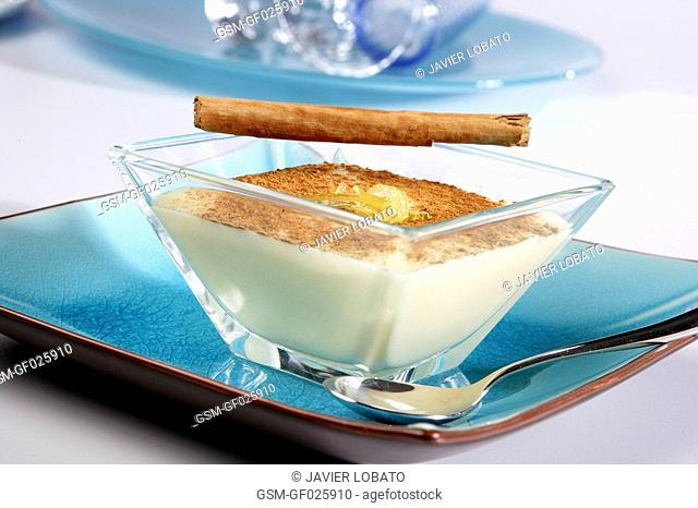 Custard cream with cinnamon