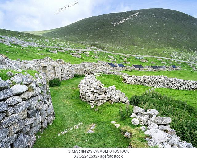 The islands of St Kilda archipelago in Scotland. Island of Hirta with village bay and the settelment abondoned 1930. It is one of the few places worldwide to...