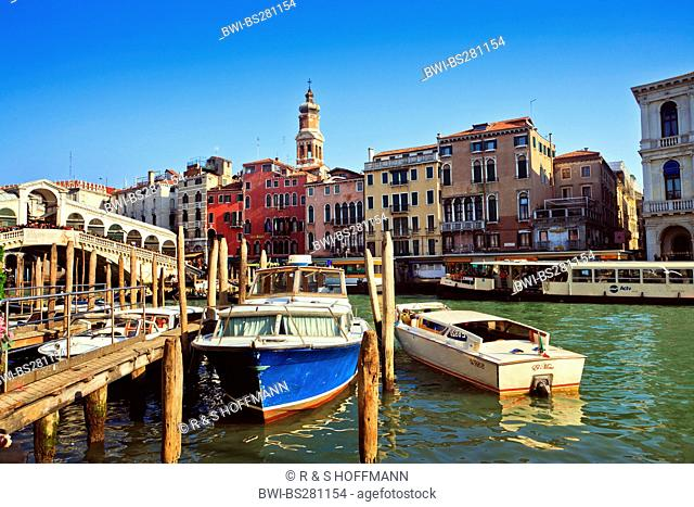 boats on Canelae Grande at Rialto Bridge, Italy, Venice