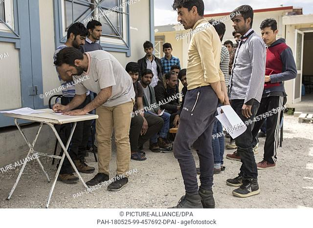 23 May 2018, Greece, Fylakio: Newly arrived refugees and migrants during the registration process in the Reception and Identification Center for Refugees in...