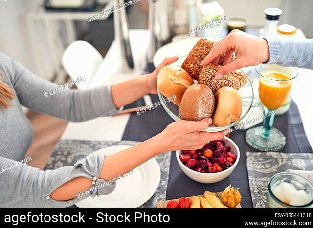 breakfast, bread basket, select, reach