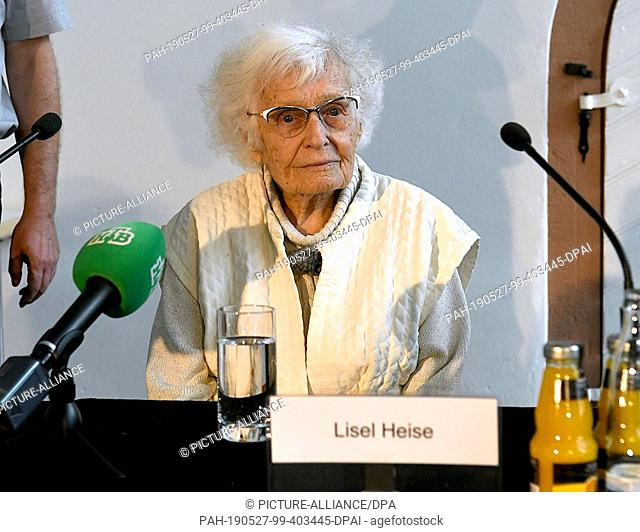 FILED - 18 March 2019, Rhineland-Palatinate, Kirchheimbolanden: 100-year-old Lisel Heise sits at a table during a press conference and answers journalists'...