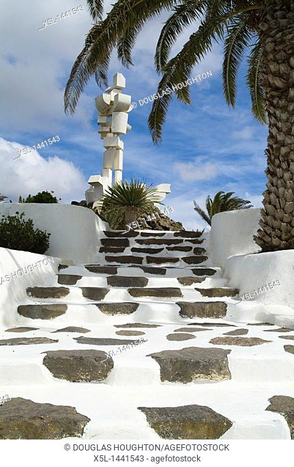 AL CAMPESINO LANZAROTE Museum steps to Farmer and dog monument sculpture
