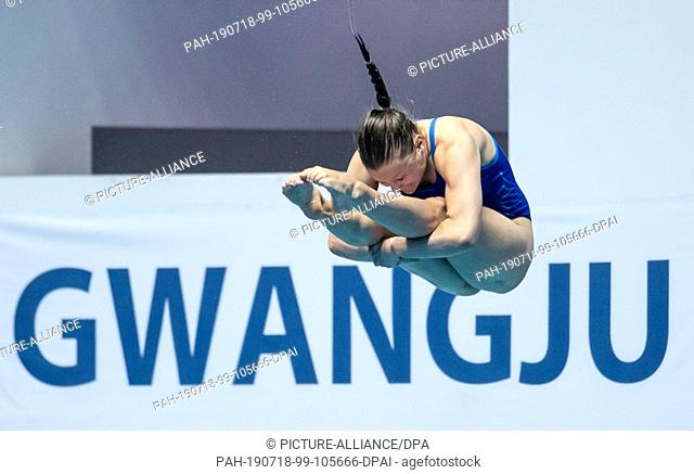 18 July 2019, South Korea, Gwangju: Swimming World Championship: Water Jumping. Three-meter board semifinal women. Tina Punzel from Germany in action