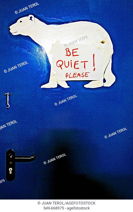 'Be quiet! Please' sign