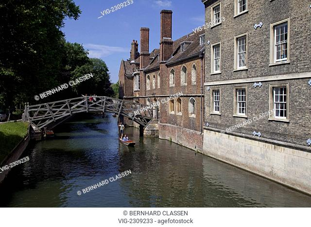 ENGLAND, CAMBRIDGE, 02.06.2010, The well-known Mathematical Bridge of the Queen's College above the river Cam, CAMBRIDGE, GREAT BRITAIN, EUROPE