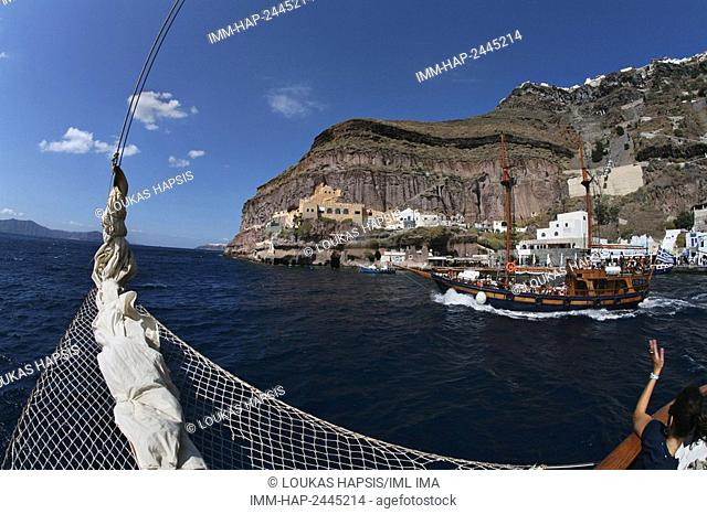 Boat excursions go into the caldera, the volcano crater, to hot springs and the island of Therasia. Santorini, Cyclades, Greece, Europe