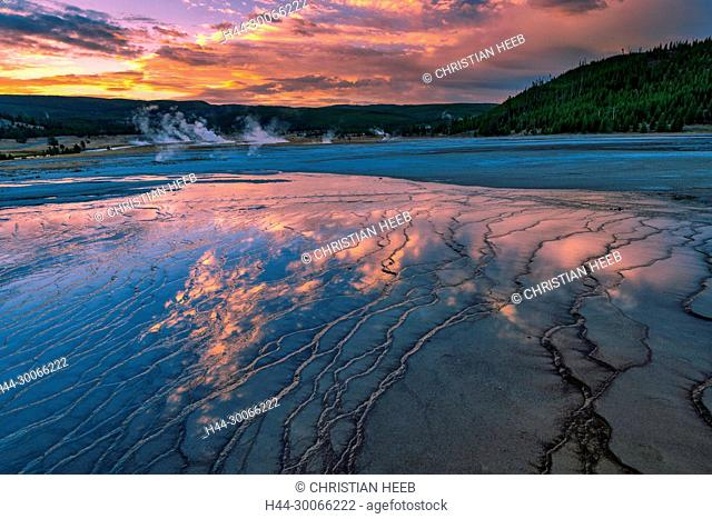 North America, American, USA, Wyoming, Yellowstone National Park, Midway Geyser Basin, Grand Prismatic Spring, sunrise
