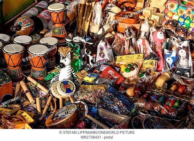 Indonesia, Bali, Kabedaten Gianyar, picture series Souvenir-Trash