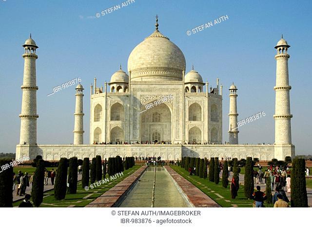 Shining white building, Taj Mahal, classical shot, Agra, Uttar Pradesh, India, Asia