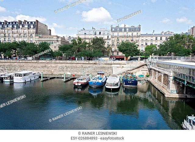 boats in the Bassin de l Arsenal west of the Place de la Bastille