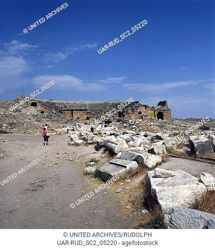 Im Ruinenfeld des antiken Hierapolis, Türkei 1980er Jahre. In the ruins of the ancient Hierapolis, Turkey 1980s