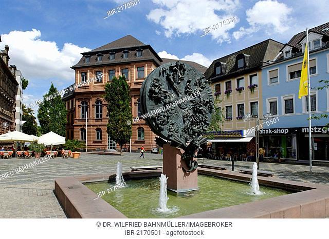 Schicksalsrad, wheel of destiny, by Gustav Nonnenmacher, Obermarkt square with Local Court, Worms, Rhineland-Palatinate, Germany, Europe