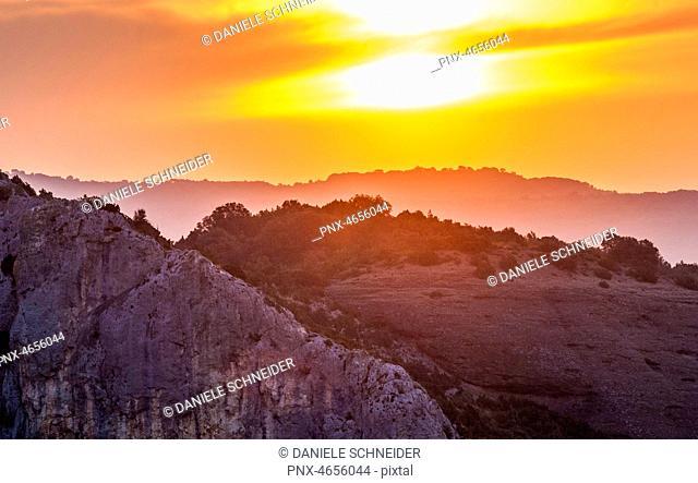 Spain, autonomous community of Aragon, Sierra y Ca¤ones de Guara natural park, Canyon of the Vero river, sunset