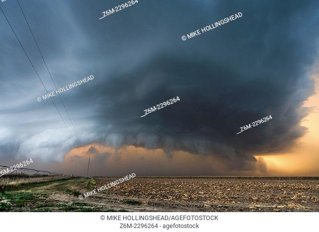Supercell with large hail and highs wind moves southeast in southern Nebraska September 6, 2007