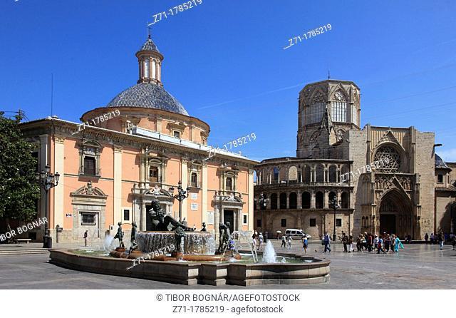 Spain, Valencia, Plaza de la Virgen, Nuestra Senora de los Desamparados, Cathedral, fountain