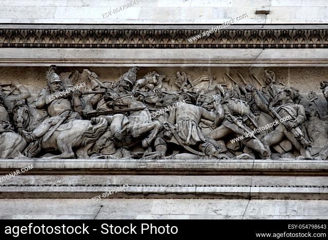 Triumphal arch in Paris, four sides depict scenes of revolution and Empire low reliefs