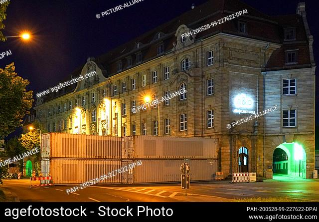 28 May 2020, Saxony, Leipzig: A construction site near the main station is cordoned off with containers. Metal parts were found there at a depth of four metres