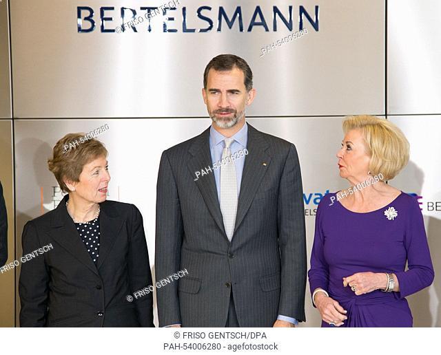 """Spanish King Felipe VI (C) and Elisabeth """"""""Liz"""""""" Mohn, Bertelsmann SE&Co.KGaA supervisory board member (R) and Angelica Schwall-Dueren"""