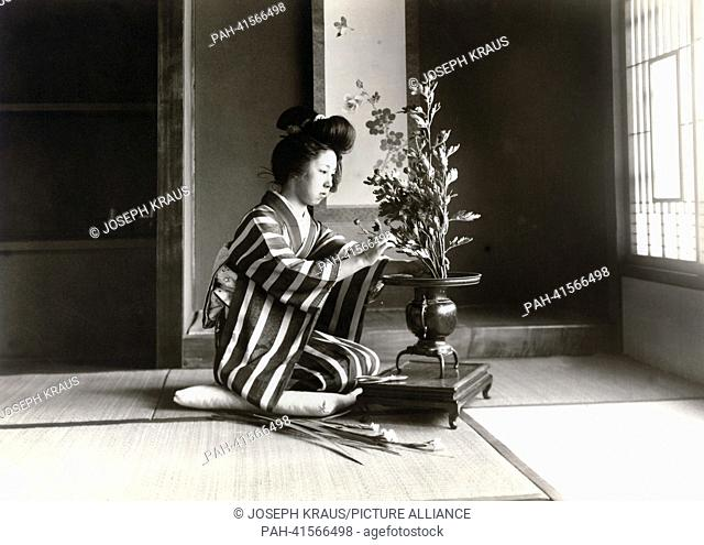 Ikebana. Pictured in the early 1920th. - /Japan