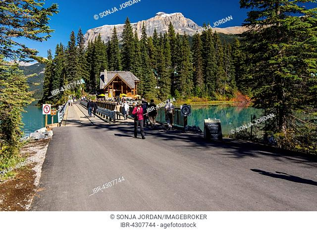 Emerald Lake Lodge, Emerald Lake, Yoho National Park, Canadian Rockies, British Columbia Province, Canada