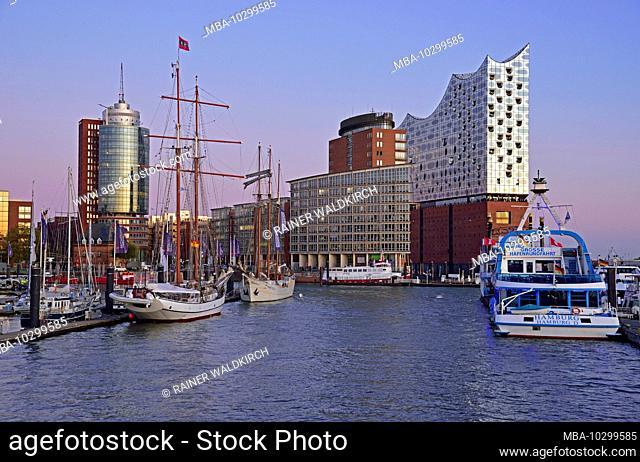 Europe, Germany, Hamburg, Elbe, harbor, Elbphilharmonie, view to Elbphilharmonie, evening light, HafenCity