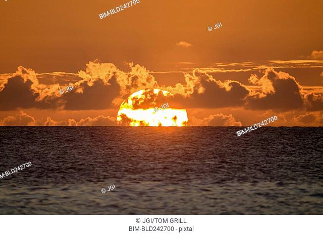 Sunset on horizon of ocean