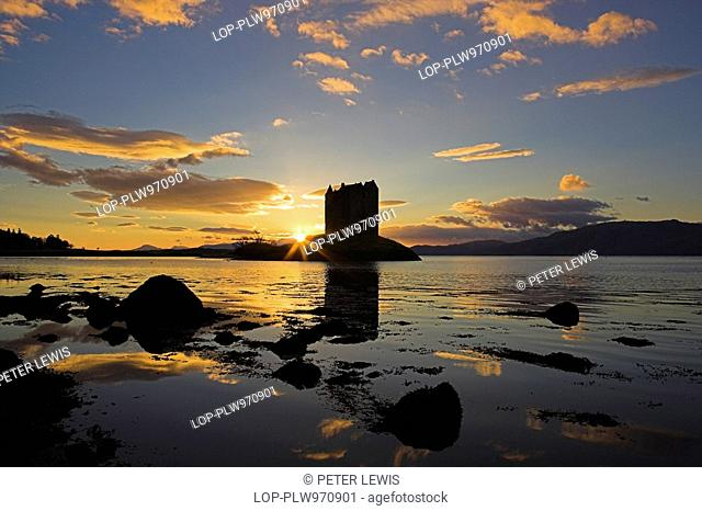 Scotland, Argyll and Bute, Port Appin, The Sun Setting behind Castle Stalker, one of the best-preserved medieval tower-houses surviving in western Scotland