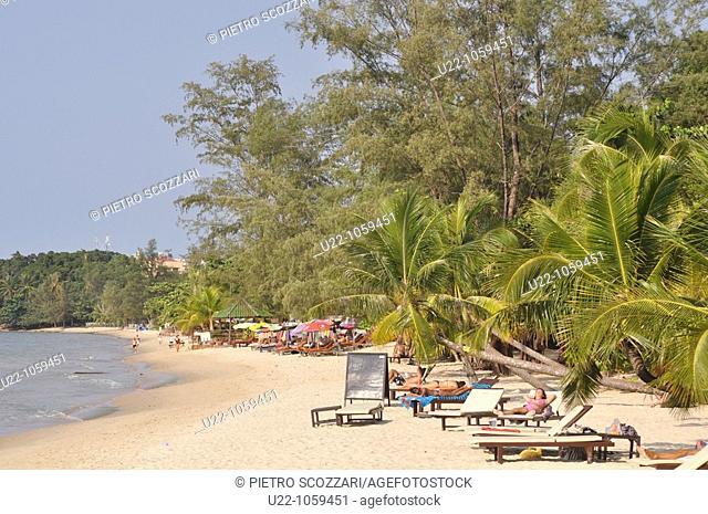 Sihanoukville (Cambodia): tourists at Victory Beach