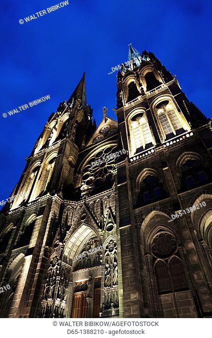 France, Puy-de-Dome Department, Auvergne Region, Clermont-Ferrand, Cathedrale-Notre-Dame, exterior, evening